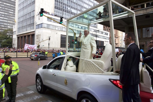 In photos: Pope Francis begins tour of Colombia, celebrates peace agreement
